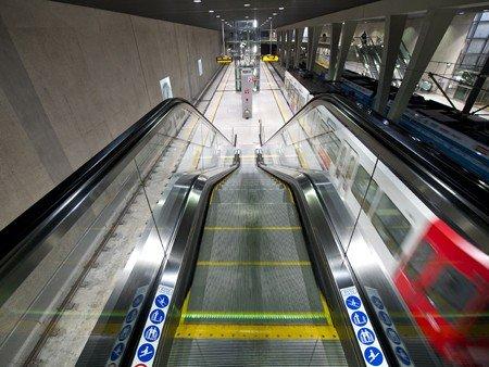 Escaleras mecánicas Tugela - Llamativas tapas y placas de peines