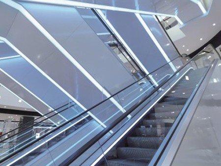 Escaleras mecánicas Tugela - Iluminación estética: revestimiento inferior