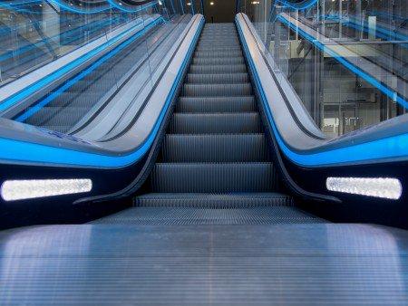 Escaleras mecánicas Tugela - Luces de seguridad: entre los peldaños o placas de peines