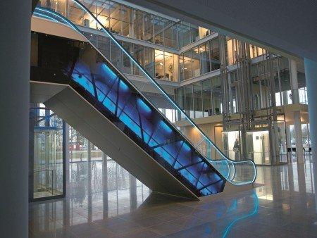 Escalera mecánica velino. Iluminación estética: estructura