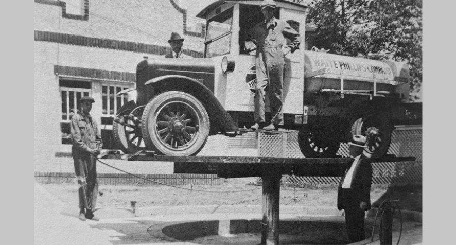 Peter Lunati observing an automobile lift in Memphis, 1926.